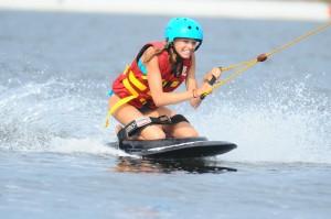 wakeboard-ski-nautique-ou-kneeboard-pres-de-perpignan-1-personne-ideecadeau-fr_330730-1-2146d36d (1)